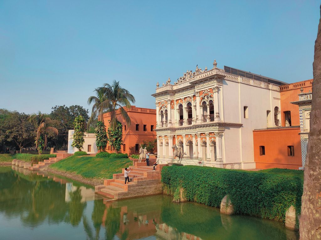 Best tourist place in Bangladesh - The ancient Panam city with beautiful lake view and buildings