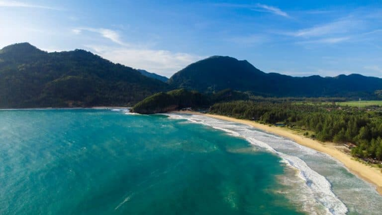 The beautiful Lampuuk beach is perfect for a family vacation. Lampuuk Beach - The Best Surfing Attraction In Aceh